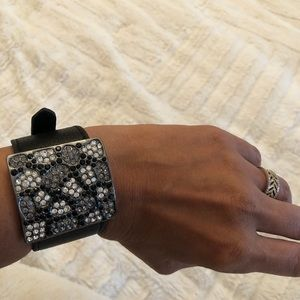 Jewelry - Leather bracelet with crystals